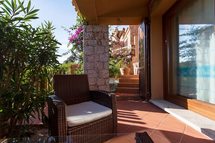 Two bedrooms Villa  SOLE  with sea view