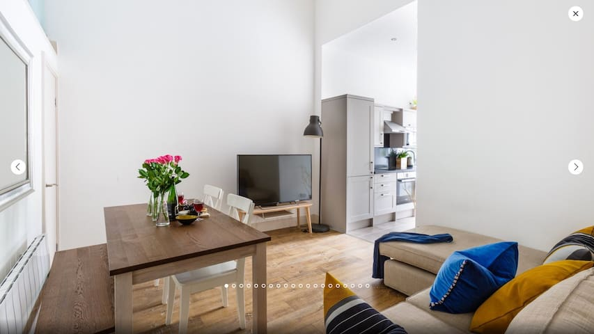 Spacious flat for 4 / Canary Wharf and City