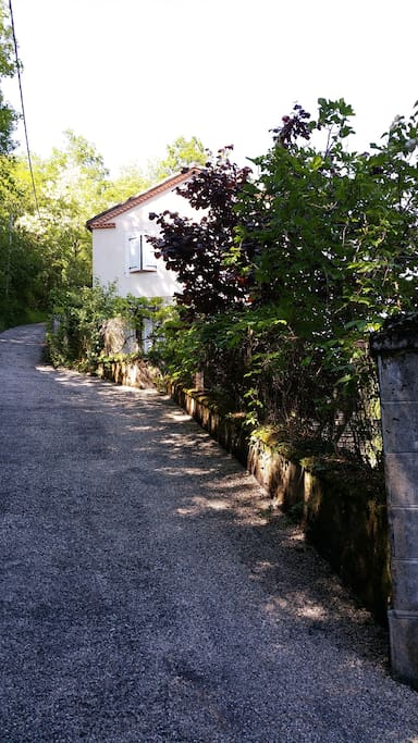 Chemin vers la maison - Pathway to the house