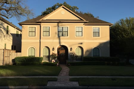 Bellaire Superbowl Home- <5 miles from NRG Stadium - Bellaire