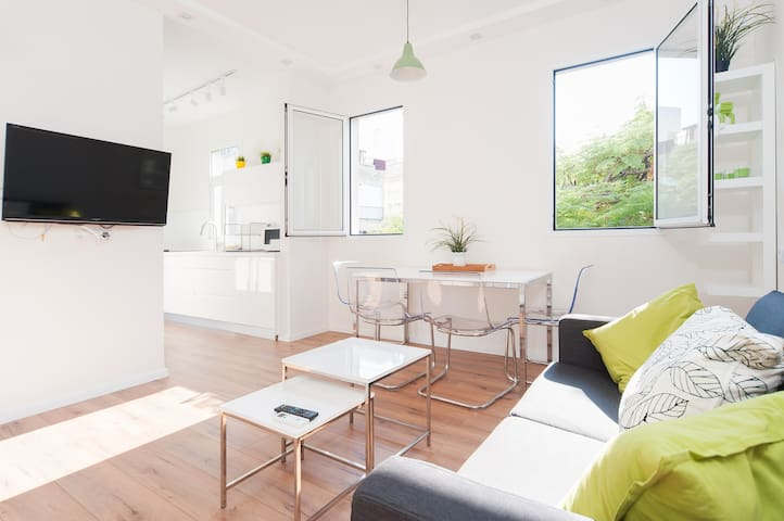 Charming & Bright Clean With Balcony-By the Beach
