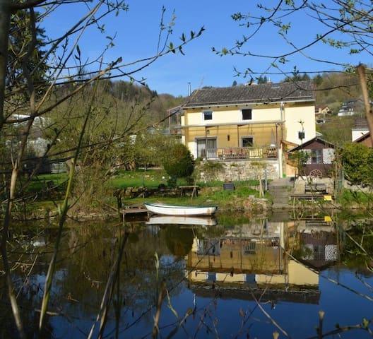 Ferienhaus Burgblick Eichstätt mit Garten am Fluss
