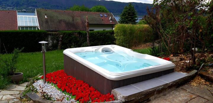 Studio rez de jardin vue sur lac et jacuzzi privé