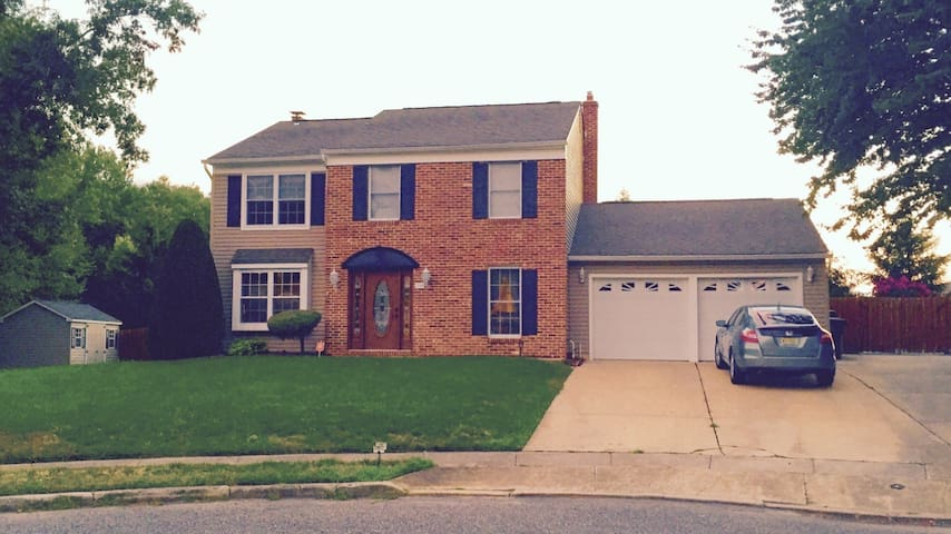 Baby/kid heaven home- 2 bedrooms for you/Priv Bath - Monroe Township - Casa