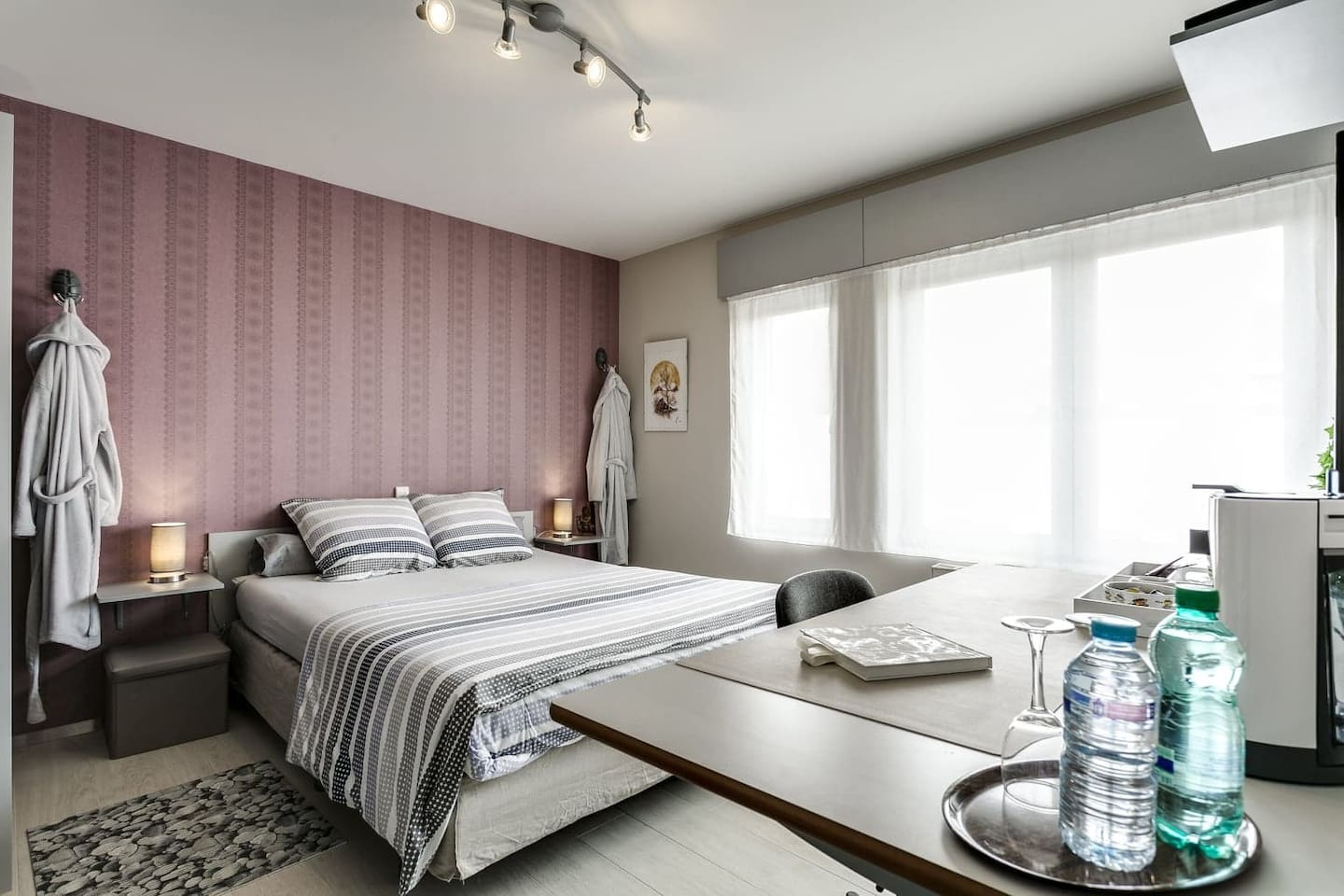 master room with kingsize bed 160*220 Tv and free wifi