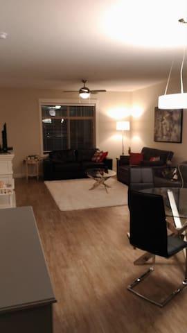 Bright, spacious, new 2 BR, 2 bath condo - Nanaimo - Departamento