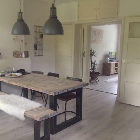 Mooie woning met zonnige tuin, dichtbij centrum - Groningen - Dům