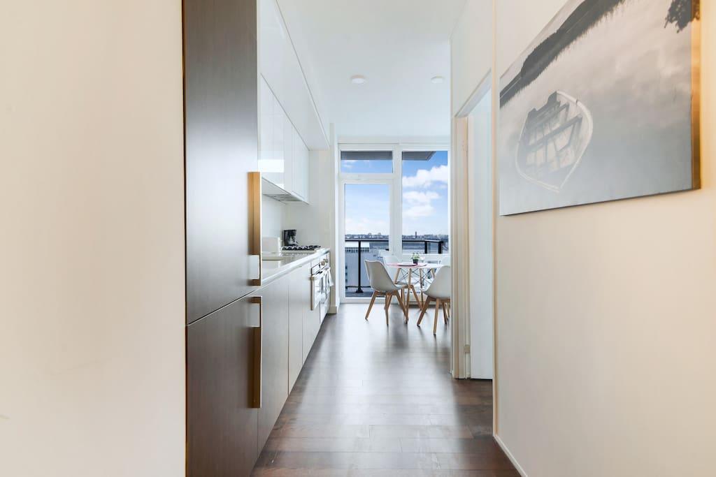 Corridor and kitchen Pasillo y cocina