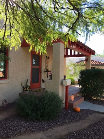 Charming Historic Home, close to U of A and Banner