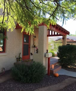 Charming Historic Home, close to U of A and Banner - Tucson