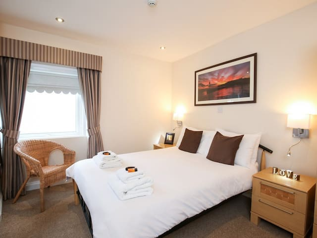 Cosy Double Room with STUNNING Sea Views