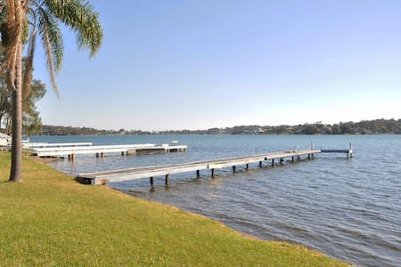 The Studio on the Lake @ Fishing Point, Lake Macquarie - honestly put the line in and catch fish
