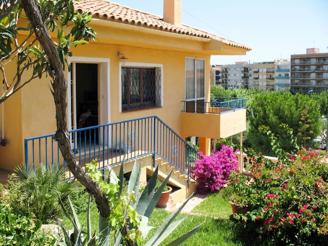Holiday House Turmo for 6 persons in Calafell