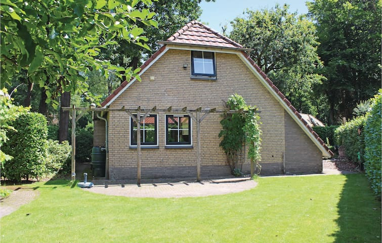 Holiday cottage with 4 bedrooms on 130 m² in Lunteren