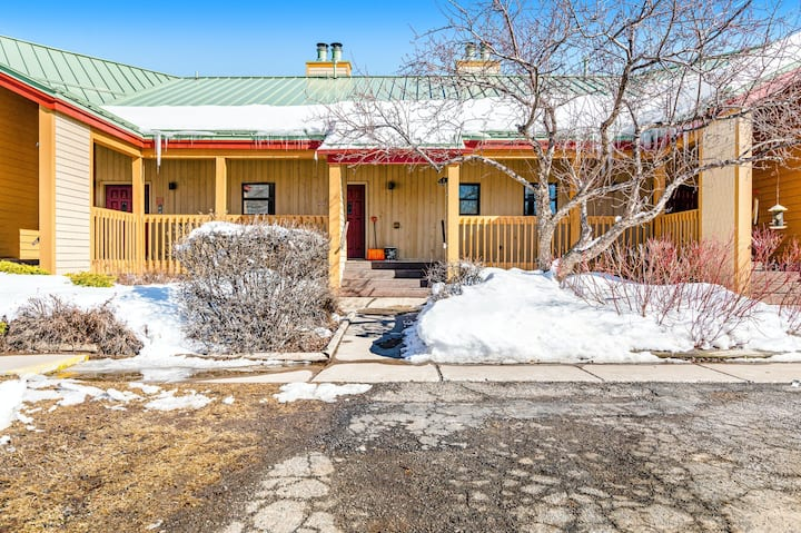 Family-friendly condo in Pagosa Lakes near activities w/mountain & valley views