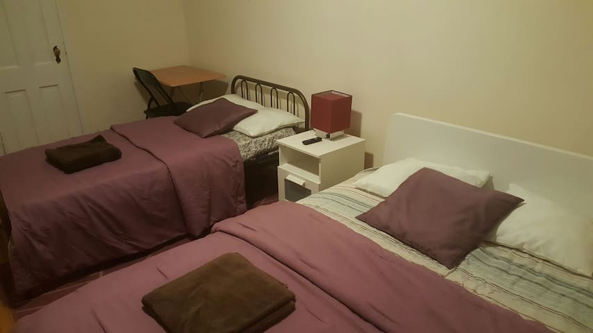 Midsize room in Queens.