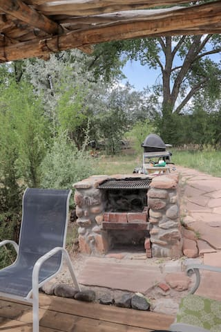 Fire place with grill