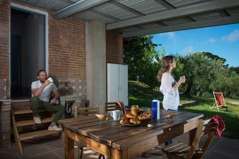 Cottage-glamping with pergola in organic farm