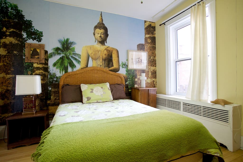 Spacious zen room in the heart of petite patrie for Meubles zen montreal