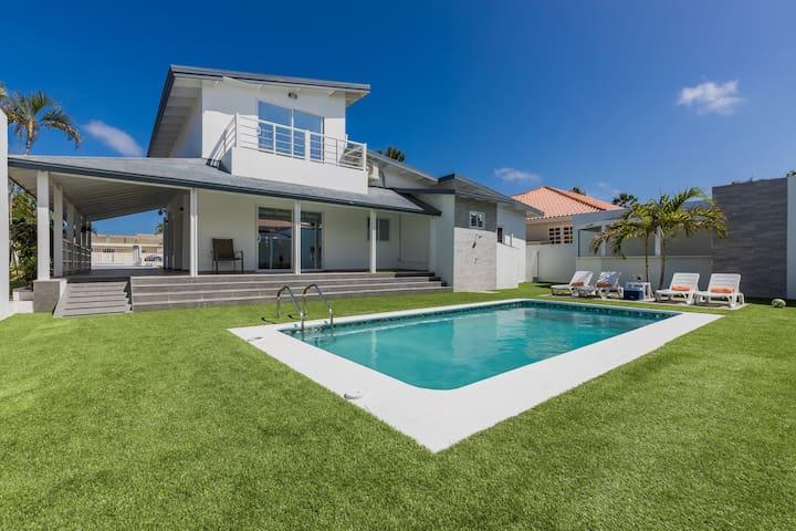 *NEW* Modern Stylish 6BR 6BA Villa near Palm Beach