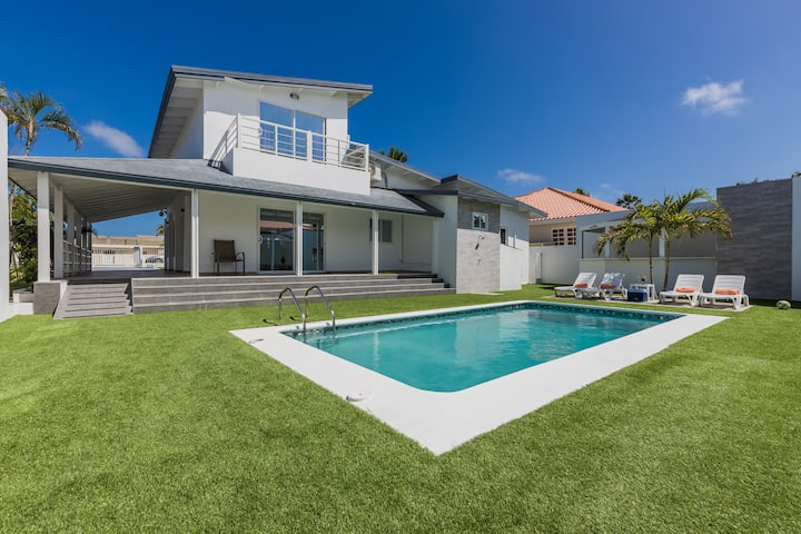 *NEW* Modern Stylish 6BR 6BA Villa near Palm Beach