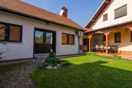 Apartment in Beautiful Garden - Wohnung