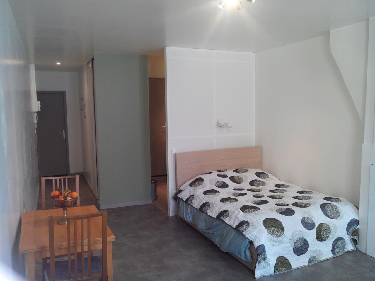 34 m² à disposition ensoleillé, calme, lit 140*190 à tiroirs