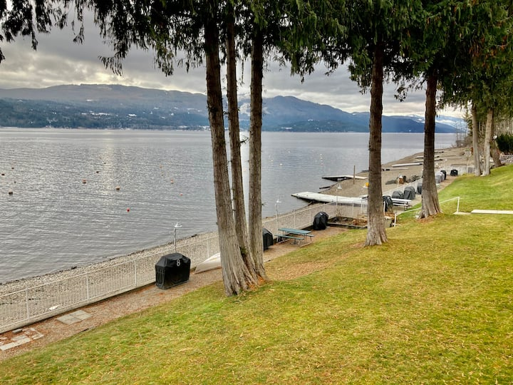 Waterfront 2-Bdrm Condo on the Beach w/Boat Dock