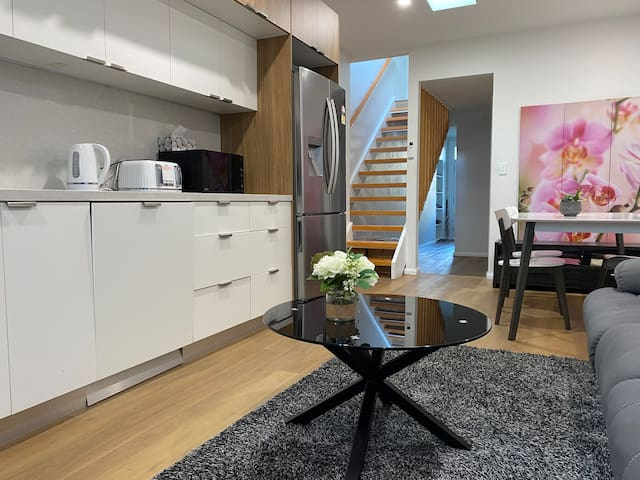$100/wk D/Town CBD City Centre Modern House