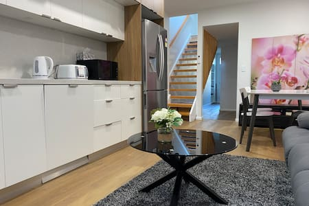 $150/wk D/Town CBD City Centre Modern House