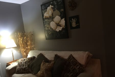 Double bed, private room near I80 and I 74 - Bettendorf