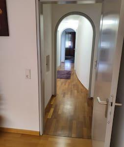 Schöne helle, geräumige DG-Wohnung in ruhiger Lage