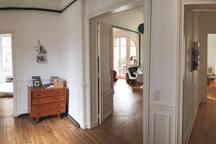 vue depuis la grande entrée, la chambre a son accès direct et indépendant