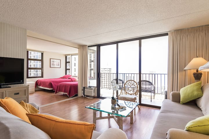 Sweeping Waikiki and Ocean Views - Honolulu - Wohnung