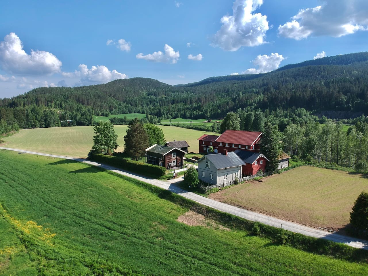 Wesseltunet is a historical farm in Sigdal, only an hour from Oslo. The perfect base for those who would visit Blaafarveværket or just enjoy the fresh air, the peacefulness and the beautiful surrounding nature.