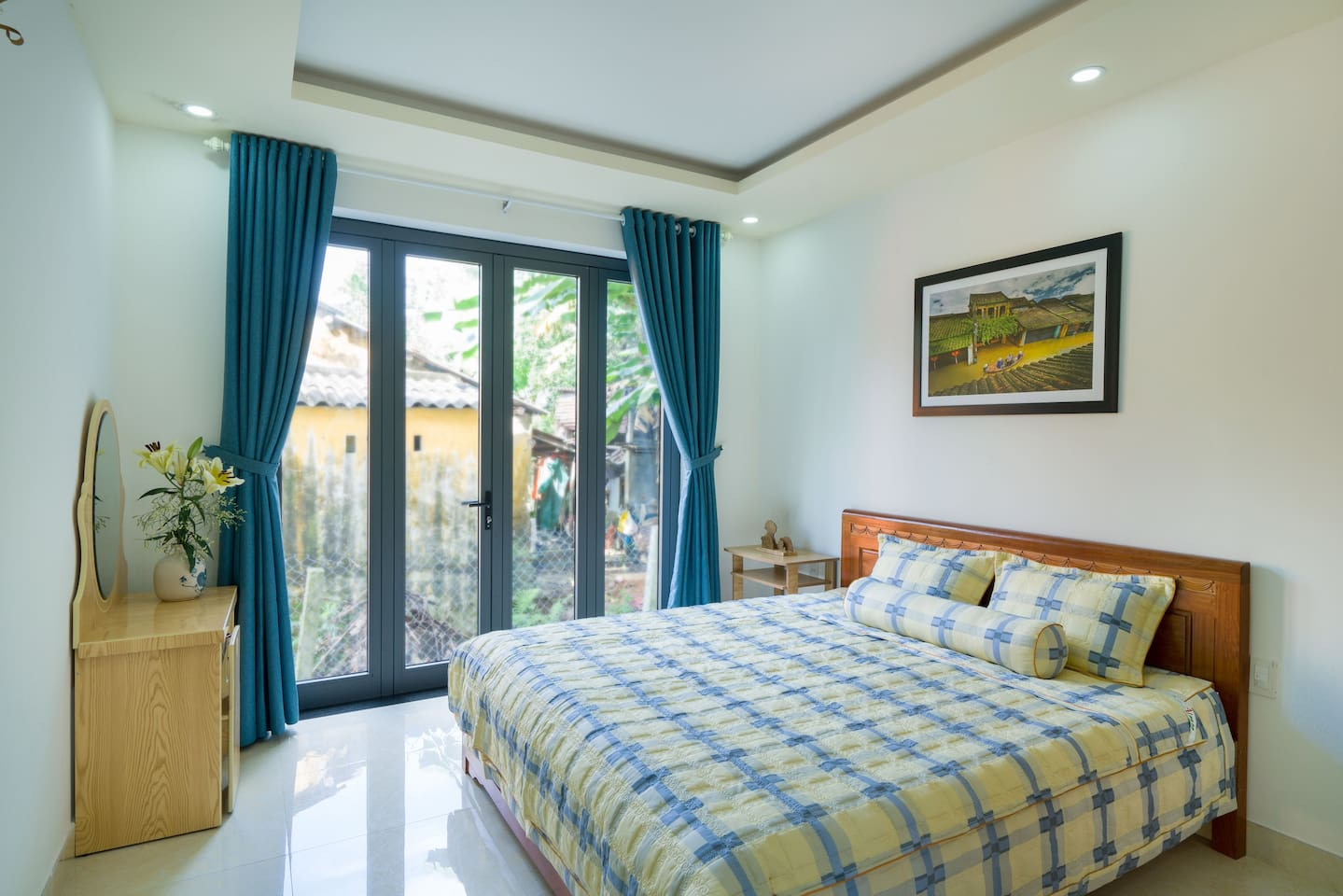 Big bedroom with double bed in ground floor with private bathroom