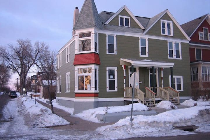 2 Bdrm Victorian Near Xcel Center, Downtown! - Saint Paul - House