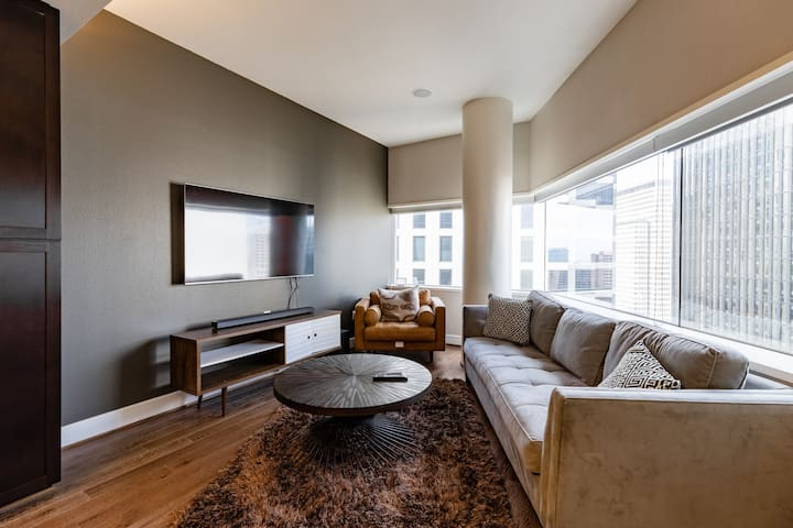 High Rise Glass View Luxury Apartment in Dallas