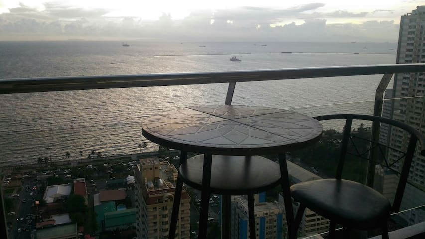 great views....great reviews - Manila - Apartment