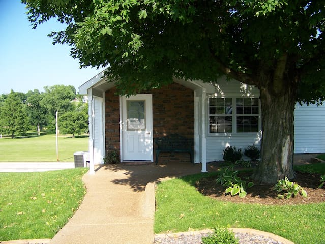 A Romantic Getaway for two in Historic Hermann, MO