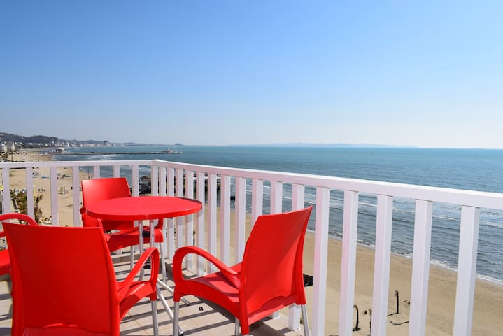 Beachfront Apartment in Durres - 090