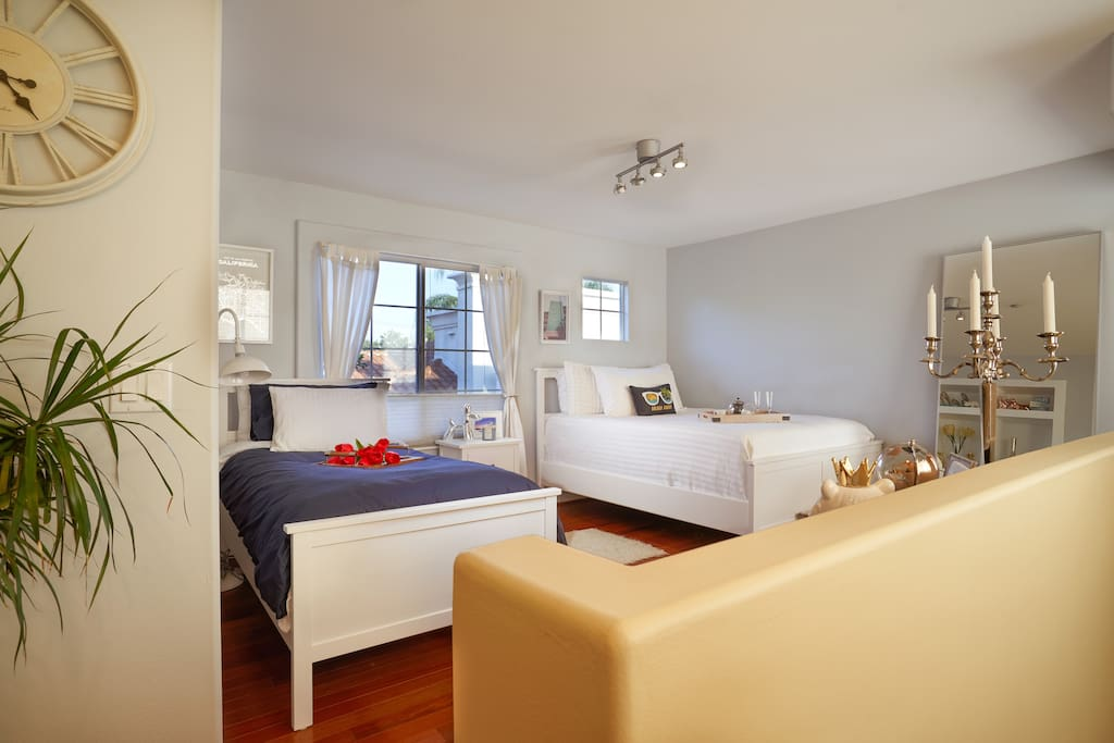 Stylish large bedroom with 2 beds