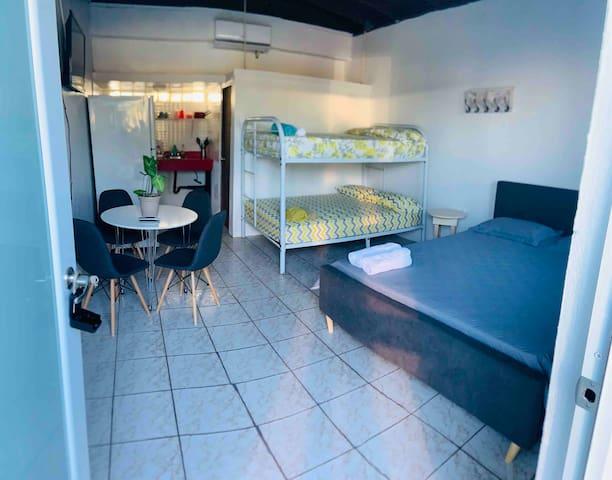 Suite/ ac/ WiFi/ piscina/ parking/ cocina/ playa