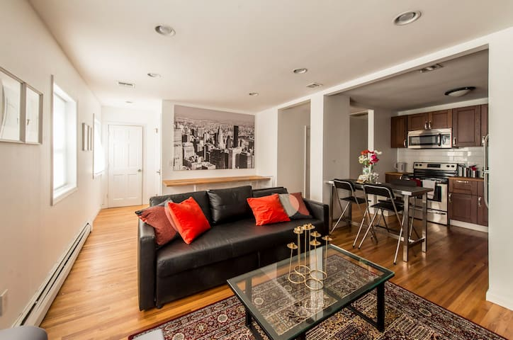 Luxury Modern 3 BR 2Bath Apartment Close to NYC