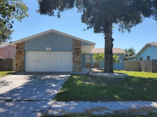 Spacious 4 beds and 2 baths in the heart of Largo