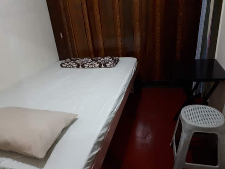 Cheap Room 2 by the Market