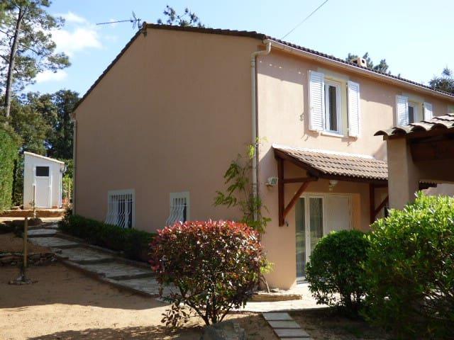 Chambre particulière dans villa - Mornas - House
