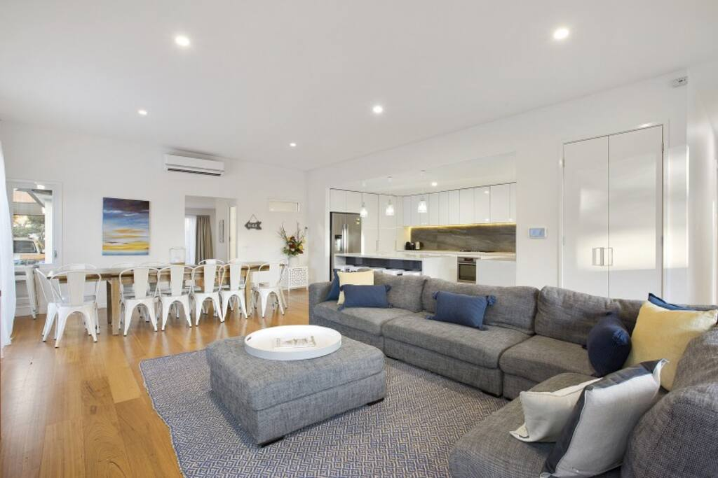 Living/dining/kitchen area – Moonah Beachside Retreat