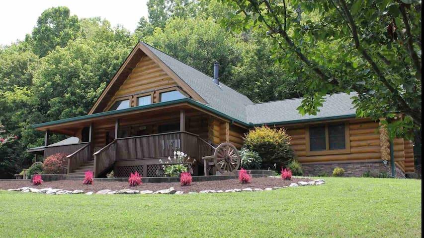 Hilltop Lodge South of Nashville, 1 mile from I-65