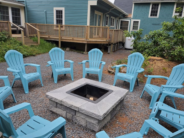 Charming Kennebunk Cape - Walk to Dock Square!